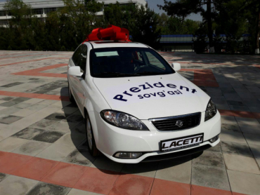 "President awards automobile ""Lacetti"" for ""Uzbekistan Qur'an Competition – 2018"" winner."